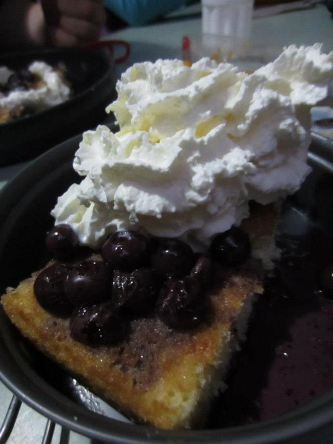 Dessert night 1: sponge cake with blueberries and whipped cream