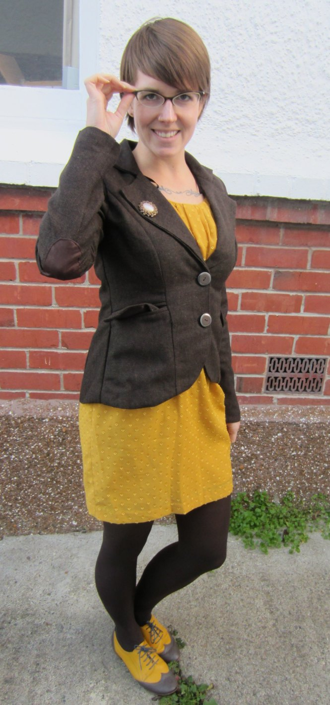 brooch: vintage, jacket: modcloth, dress: modcloth, shoes: mood by me (custom)