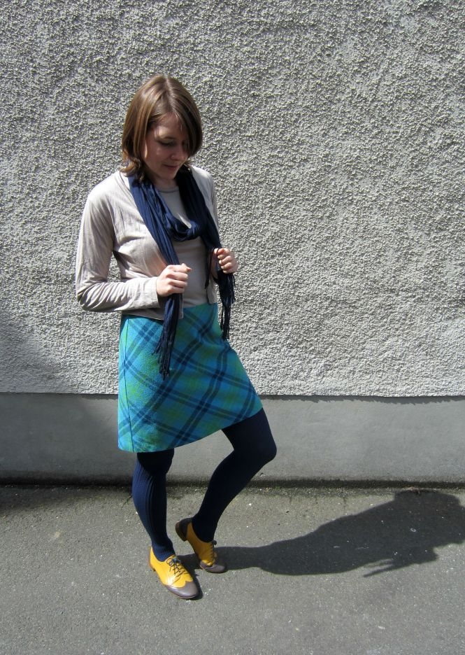 scarf: witchery, top & cardi: my ex-work, skirt: vintage, shoes: mood by me custom brogues