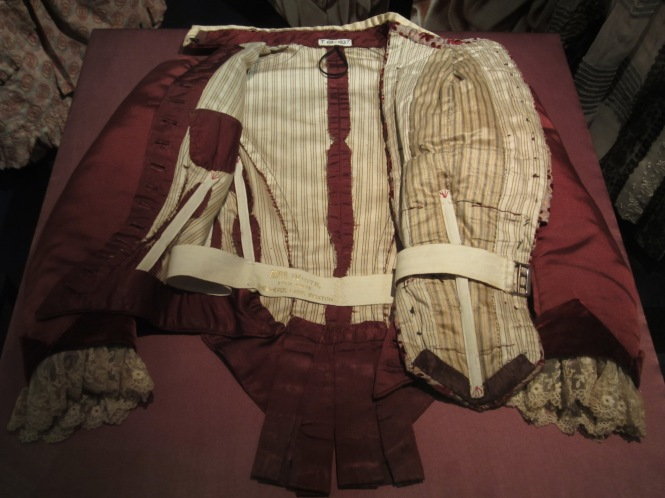 Displaying the inside of the jacket to show the tailoring.  Props to the V & A.