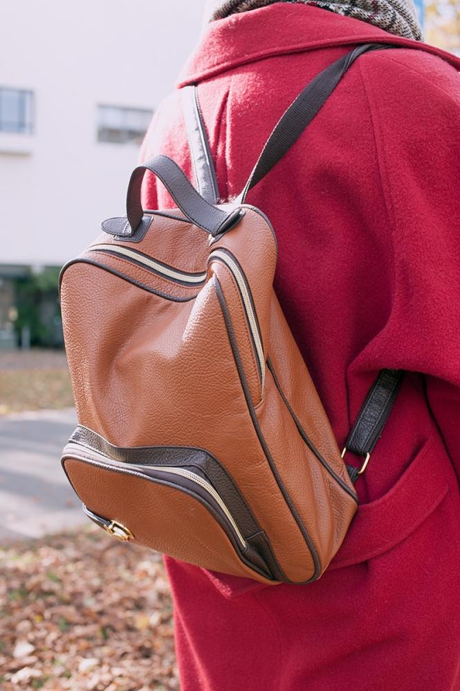 I adore Demi's bag